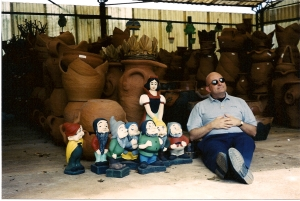In Araras, at a garden store, we find Snow White and eight dwarfs?