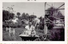 jc-pop-garden-wheelbarrow